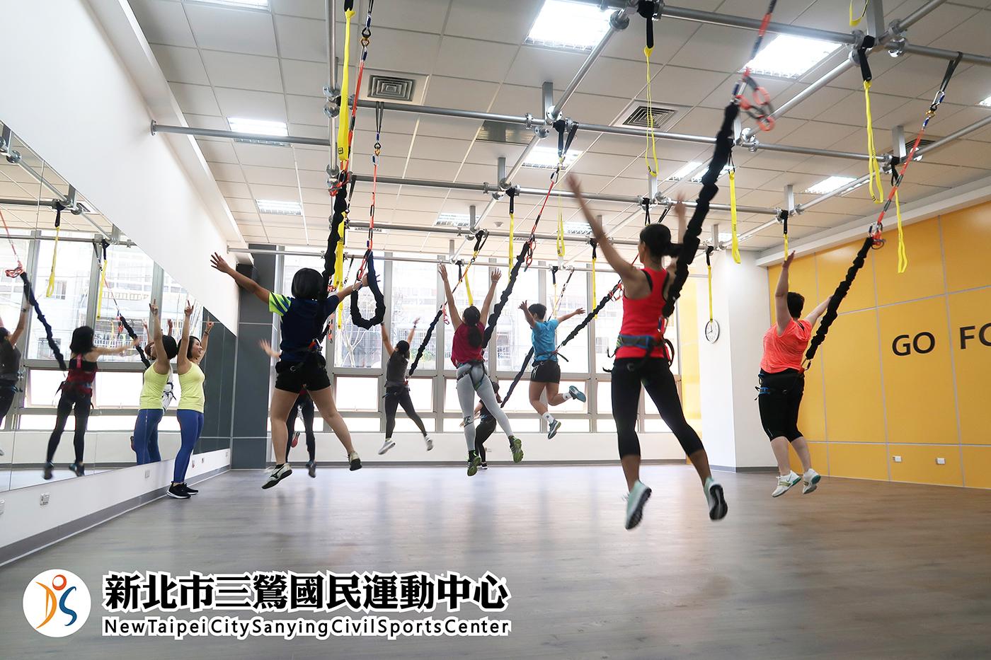 多功能教室A-學員使用吊繩(jpg)